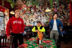 Photo des propriétaires, Michel Nguyen, Michel Lim et Mikhael Lopez, qui posent dans le restaurant