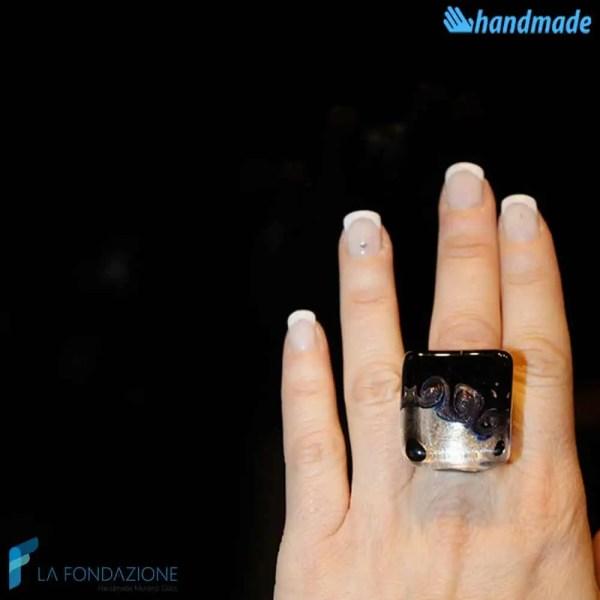 Anello Cubo Tre Vortici Nero in vetro di Murano - RINGS0080