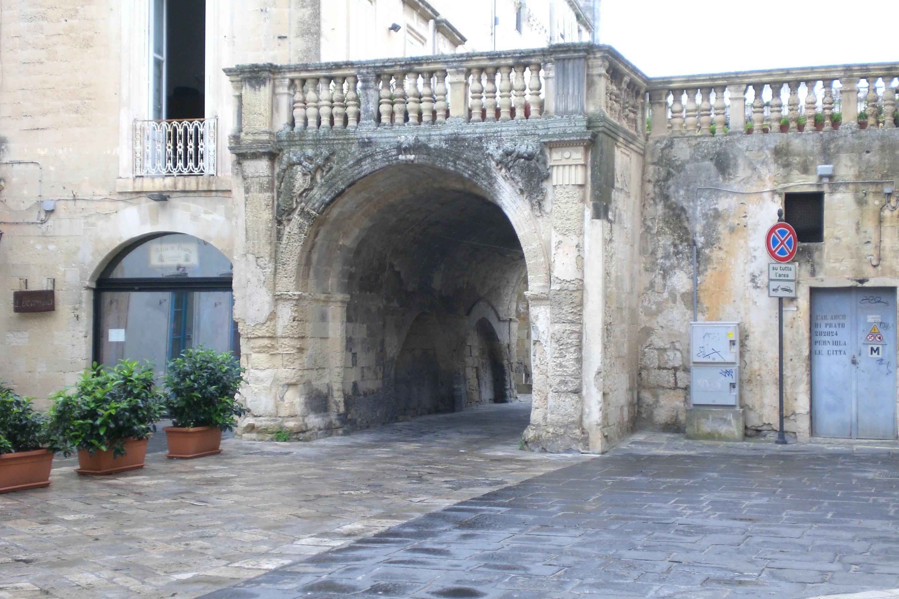 L'Arco di Prato, il Bignami della storia di Lecce