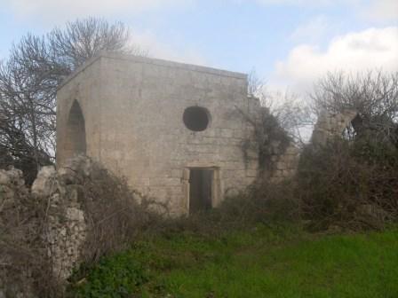 Porta secondaria con finestra ellittica lato sinistro dell_edificio (foto Romualdo Rossetti)