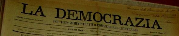"""Testata del giornale """"La democrazia"""" che contiene la leggenda del papavero"""