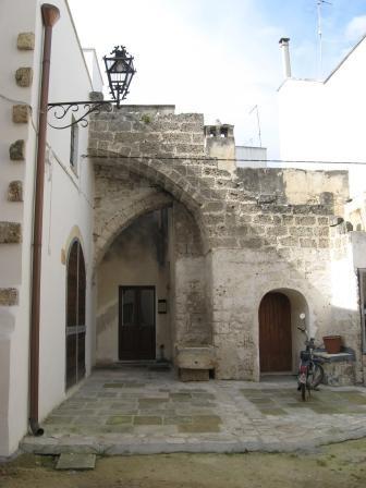 Nardò, casa a corte. Immagine tratta da  https://www.fondazioneterradotranto.it/2012/08/19/antiche-tipologie-abitative-a-nardo/