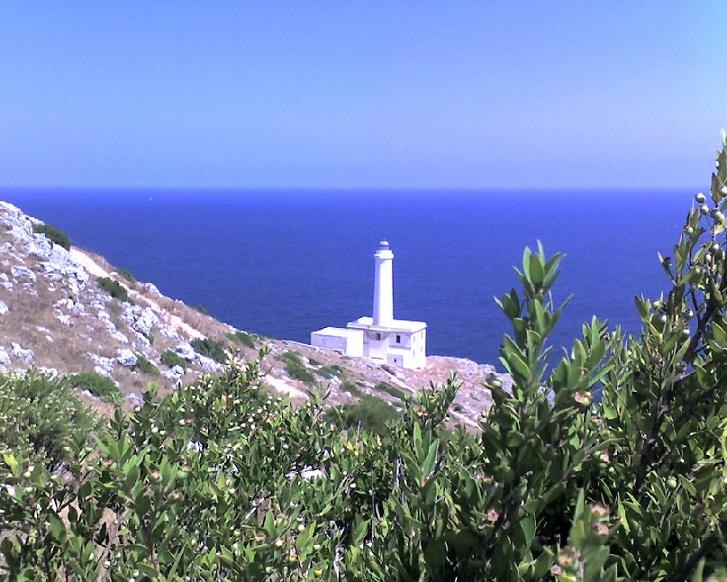 immagine tratta da http://upload.wikimedia.org/wikipedia/commons/f/fa/Otranto_faro_Punta_Palascia.jpg