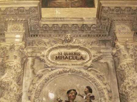 Casarano, Chiesa Maria SS. Annunziata, altare di S. Antonio part. epigrafe prima del restauro (ph Maura Lucia Sorrone)