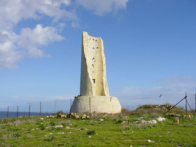 Torre del serpente; immagine tratta da http://salentocasevacanze.oneminutesite.it/files/28-torre_del_serpente.jpg