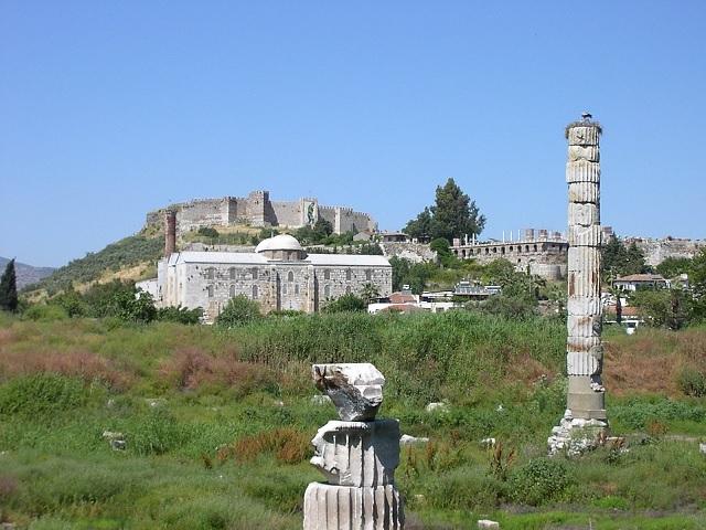 Resti del tempio di Artemide ad Efeso; immagine tratta da http://upload.wikimedia.org/wikipedia/commons/b/b2/Ac_artemisephesus.jpg