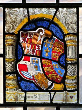 Fig. 3. Oxford, cappella del Trinity College, vetrata con stemma Filippo II (periodo 1556-1558).
