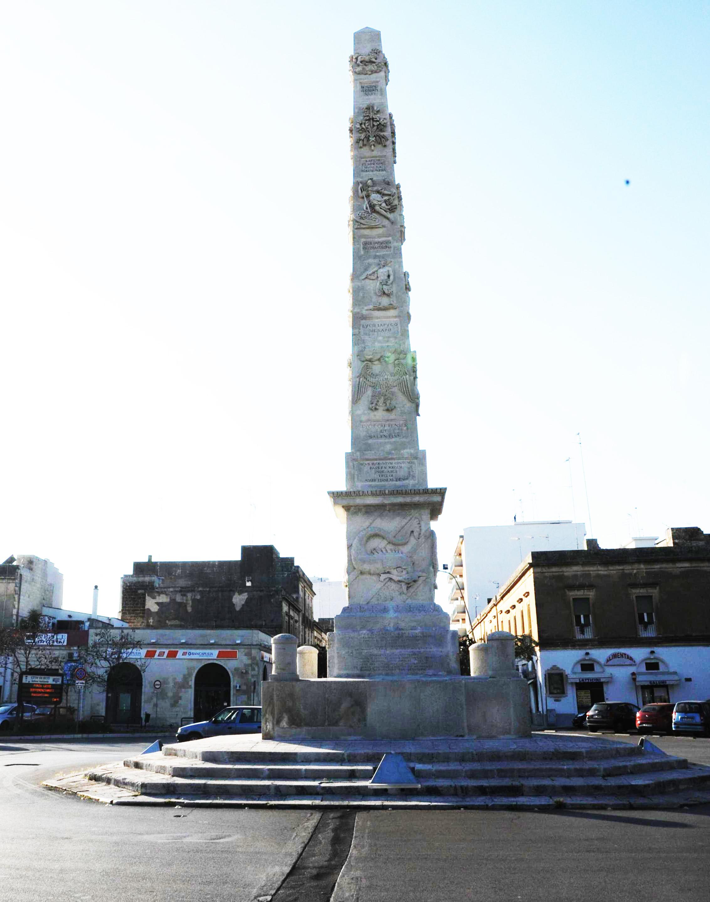 L'obelisco di Porta Napoli a Lecce (2/5)