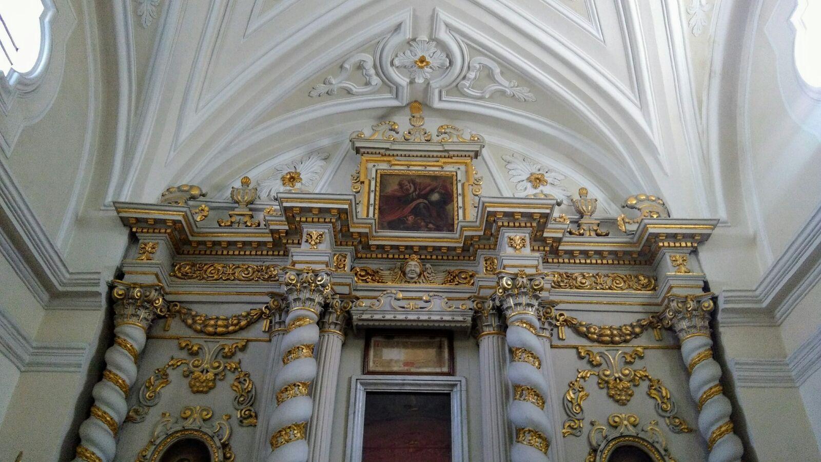 Un altare ligneo barocco nella chiesa del SS. Crocifisso a Latiano