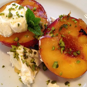 Grilled peach with mascarpone