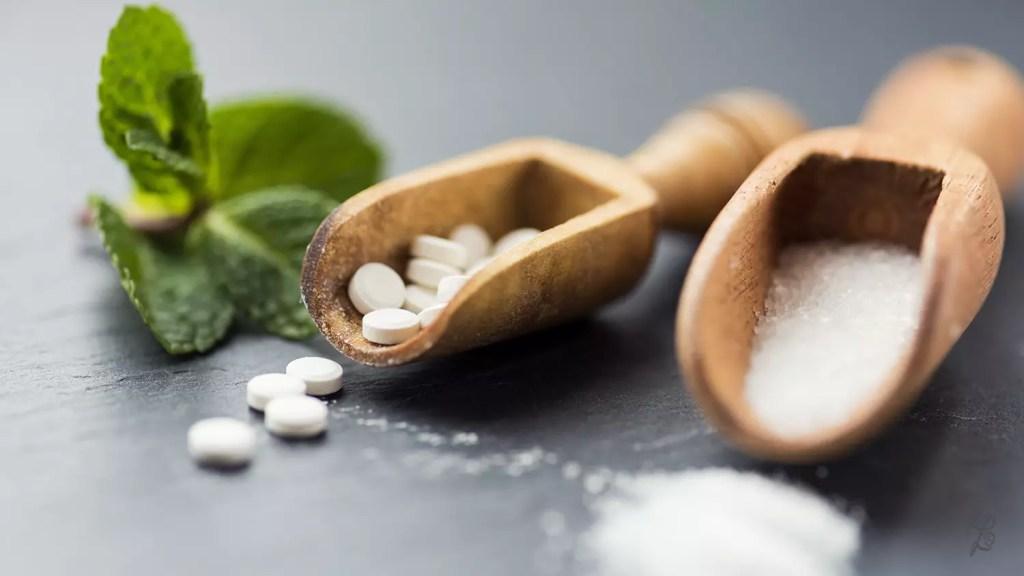 Stevia gibt es u.a. als gepresste Tabletten oder in Pulverform zu kaufen