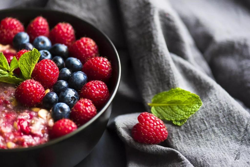 Porridge mit Beeren liefert Dir viele wichtige Antioxidantien.. Und jetzt habe ich endgültig Hunger! :)