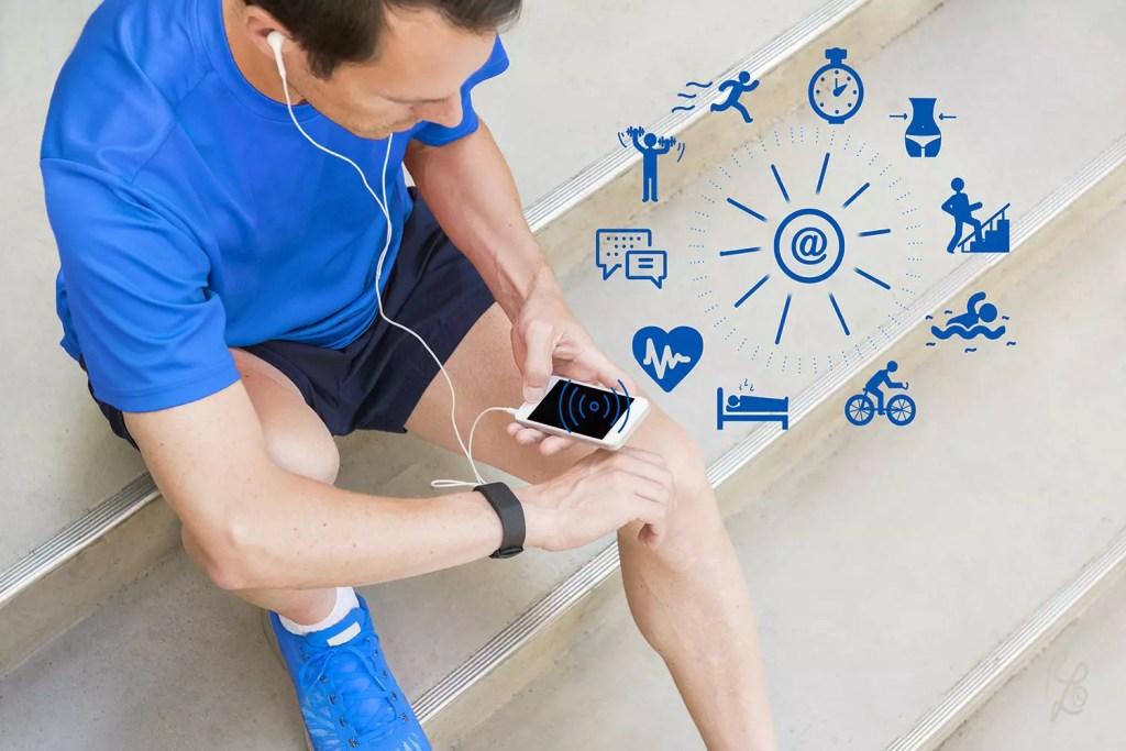 Auch ein Fitnesstracker und Apps können Dich unterstützen Dein Gewicht im Auge zu behalten und zusätzlich motivieren am Ball zu bleiben