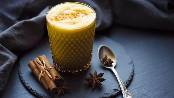 """Kurkuma Latte oder auch """"Goldene Milch"""" – eins meiner absoluten Lieblingsgetränke"""