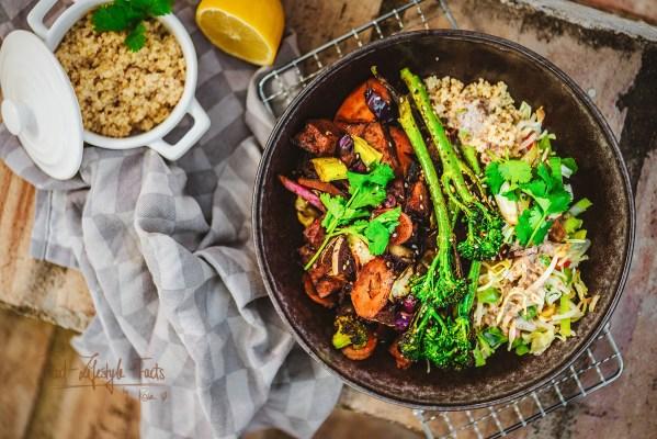 Herzhafte Protein-Quinoa Bowl Rezept – vegan, glutenfrei, proteinreich