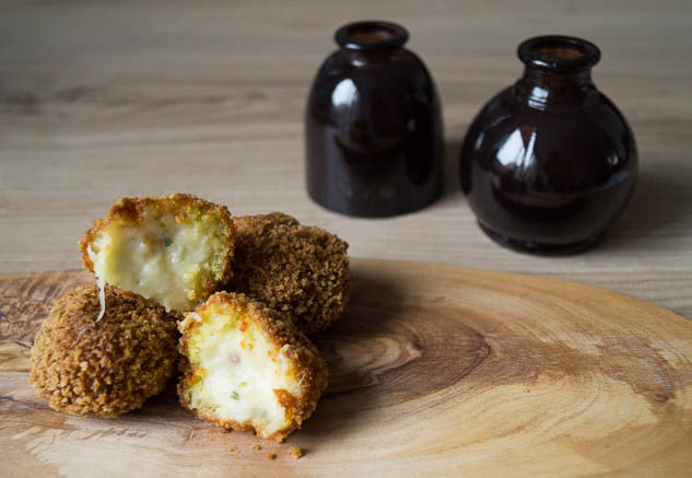 Glutenvrije kaasbitterballen | Foodaholic.nl