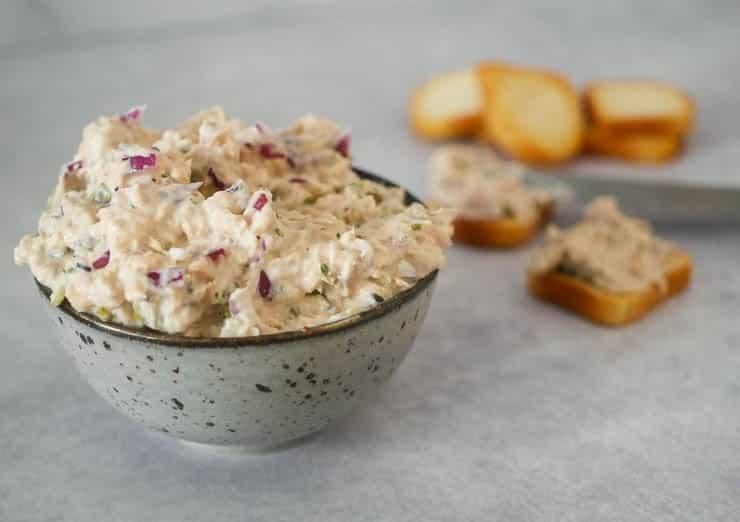 Zalmsalade voor op een toastje | Foodaholic.nl