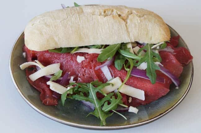Broodje carpaccio | Foodaholic.nl