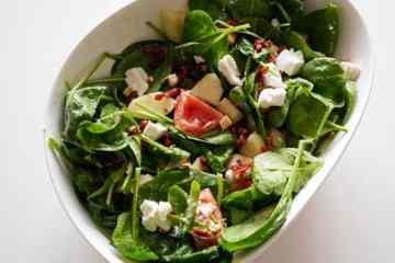 Salade met geitenkaas en peer