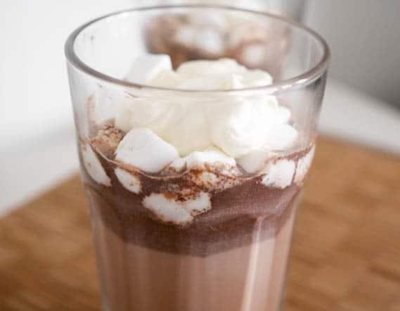 Warme chocolademelk met marshmallows | Foodaholic.nl