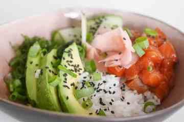 - Sushi bowl met zalm