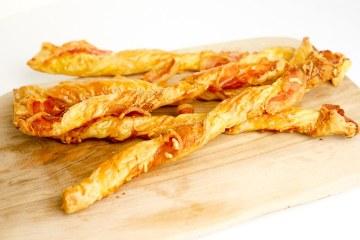 Kaas- baconstengels | Foodaholic.nl