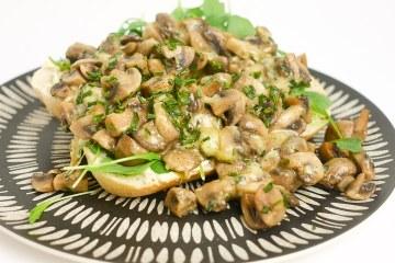 Broodje champignons met kaas | Foodaholic.nl