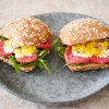Broodje met ossenworst en truffelmayonaise | Foodaholic.nl