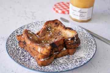 Wentelteefjes van rozijnenbrood met lemoncurd en mascarpone | Foodaholic.nl