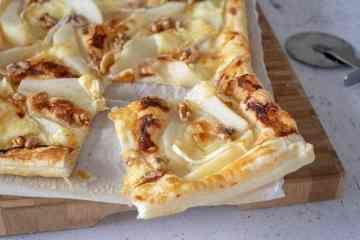Plaattaart met peer en brie | Foodaholic.nl