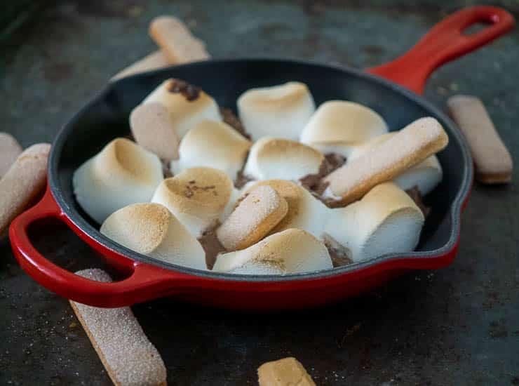 S'mores met Toblerone en lange vingers | Foodaholic.nl