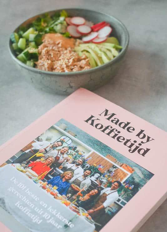 Poké bowl met pittige tonijn | Foodaholic.nl