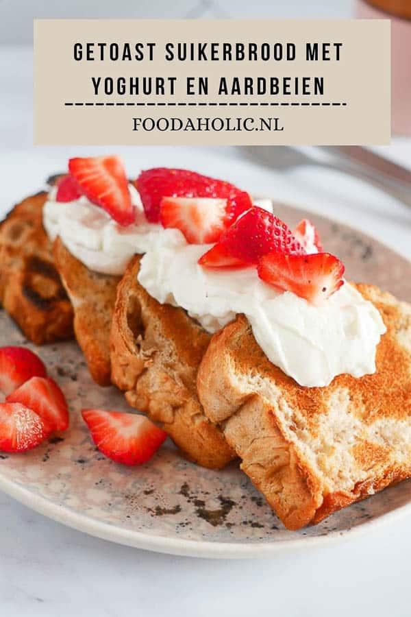Getoast suikerbrood met yoghurt en aardbeien   Foodaholic.nl