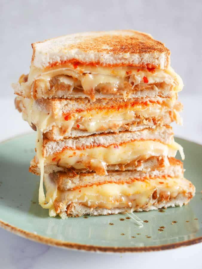 Tosti met kaas, kipfilet, pindakaas en sambal   Foodaholic.nl