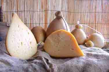 caciocavallo di forenza caciocavallo formaggio latte vaccino latteria salvia maria basilicata lucania
