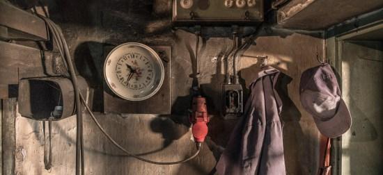 Bei der Garderobe für den Blaumann hängt auch die Uhr.