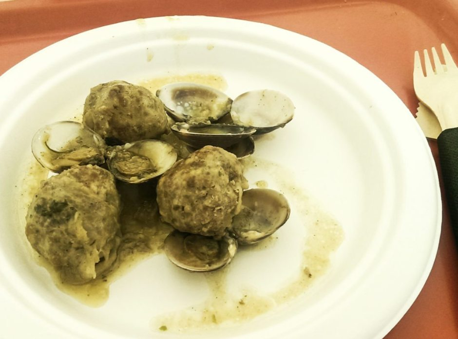 Manlleu meatballs and clams