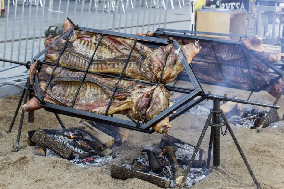 Manlleu hog roast early