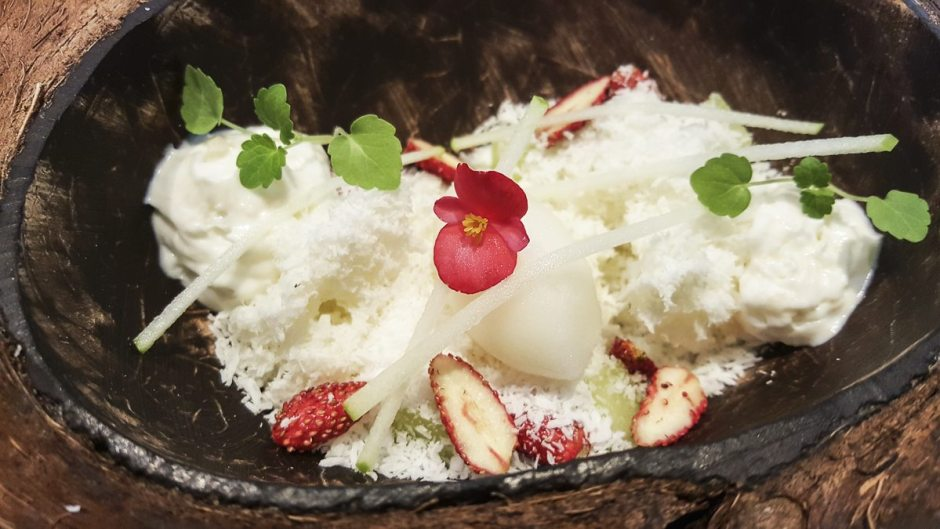 Coconut, yoghurt, apple and yuzu Angle