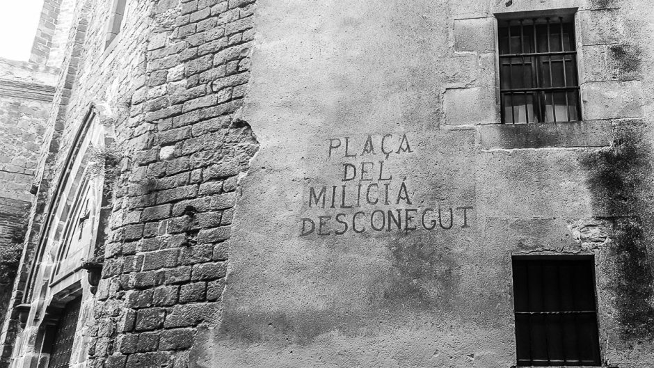 Nick Lloyd Spanish Civil War Tour in Barcelona Pl. del Milicia Desconegut