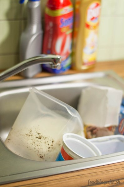 Všetko vždy hádžem do umývadla a upratujem priebežne, keď je koláč v rúre :-)