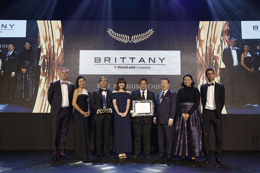 Portofino Alabang by Brittany Corporation won Best Premium House in Luzon. Mina Panotes, Sales and Marketing Officer; and Hendrick Samson, Technical Head of Brittany received the award. The award was presented by (L-R) Christophe Vicic, JLL Country Head; Arch. Cathy Saldana, Managing Director of PDP Architects and ArcoGroup; Nestor Mangio, President of FIABCI Philippines; Frances Nunag, The Outlook Director; Gilles Hage, Vice President for Commercial of Lamudi