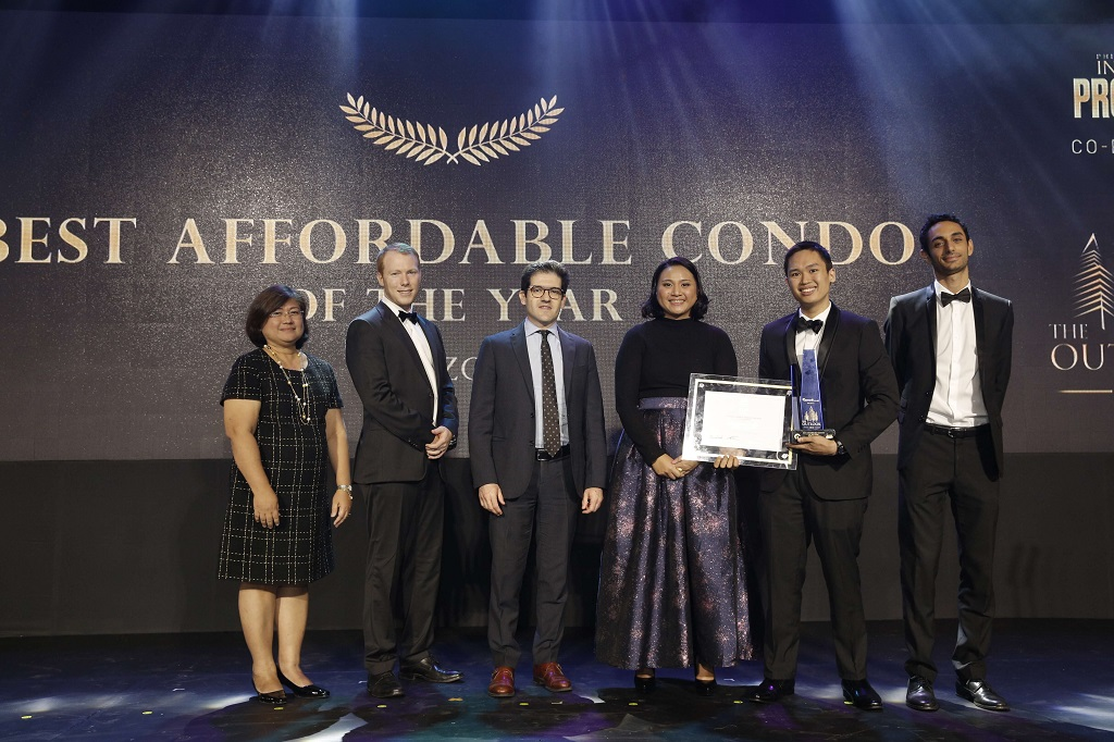 Sorrento Oasis by Filinvest Land, Inc. won Best Affordable Condo in Luzon for Value for Money. AJ De Leon, Sales and Marketing Head, of Filinvest Land Inc. received the award. The award was presented by (L-R) Angie de Silva, AVP for Foreclosed Properties, SSS; Michael Mccullough, Managing Director of KMC Savills;Leonardo Bruge, Deputy Director of ICCPI; Frances Nunag, The Outlook Director; and Gilles Hage, Vice President for Commercial of Lamudi.