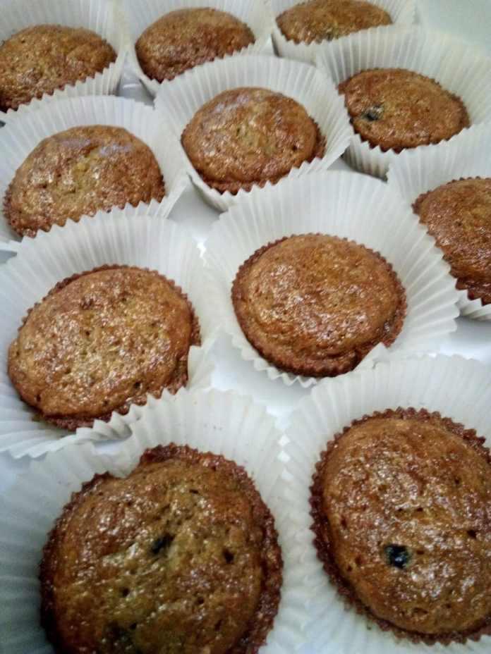 banana berry breakfast muffin