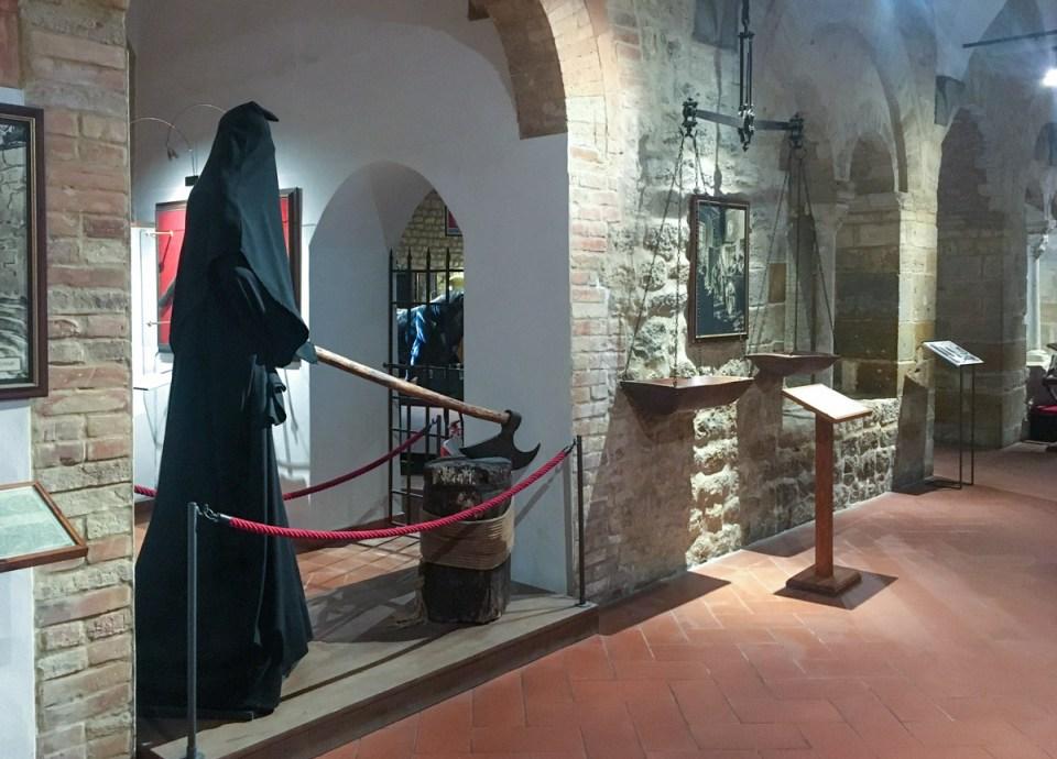 raffigurazione del boia al museo della tortura di volterra