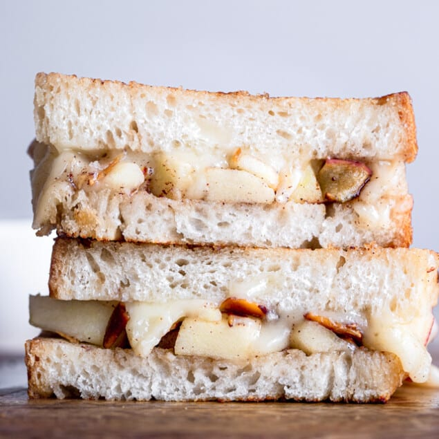 Brie Grilled Cheese with Apples - This grilled cheese is made extra delicious with creamy brie and sweet and crispy apples! An adult grilled cheese that feels SO fancy but is SO easy to make! | #Foodfaithfitness | #Glutenfree #Grilledcheese #Lunch #Sandwich