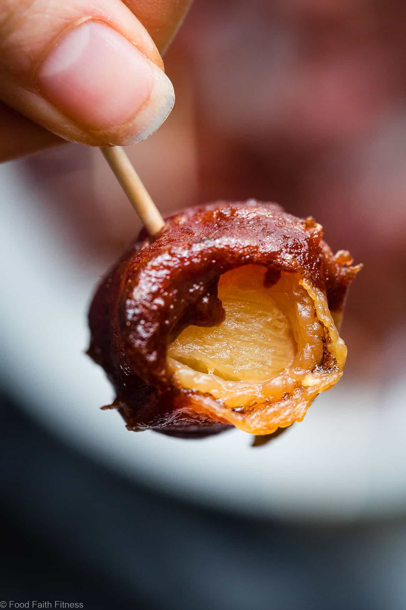 Whole30 Sweet and Sour Bacon Wrapped Pineapple Bites - Salty, sweet and so addicting! An easy healthy and paleo friendly appetizer that you would never believe is gluten/grain/dairy/sugar free and only 35 calories a bite! | Foodfaithfitness.com | @Foodfaithfit