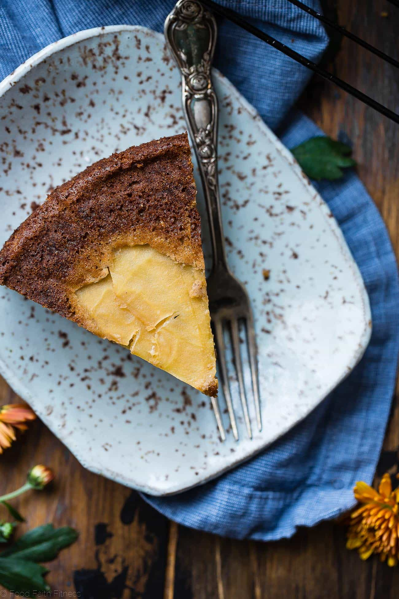 Gluten Free Apple Cinnamon Coffee Cake -This paleo breakfast cake is made with almond flour, apples and naturally sweetened with coconut sugar. Its a healthy, paleo and freezer-friendly breakfast that you will never believe is butter and oil free! | Foodfaithfitness.com | @FoodFaithFit