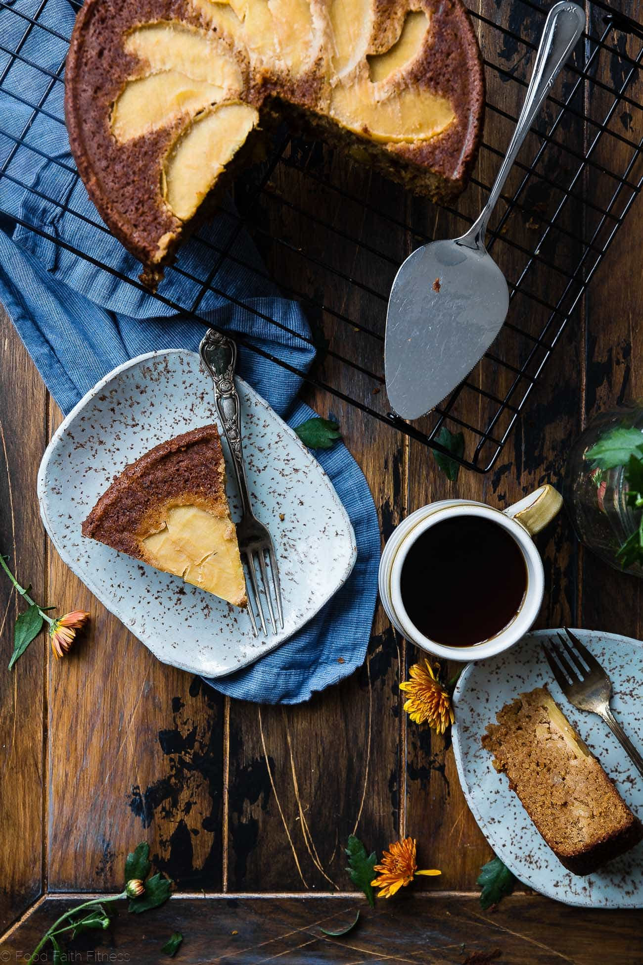 Gluten Free Apple Cinnamon Coffee Cake -This almond flour apple cake is made with almond flour, apples and naturally sweetened with coconut sugar. Its a healthy, paleo and freezer-friendly breakfast that you will never believe is butter and oil free! | Foodfaithfitness.com | @FoodFaithFit