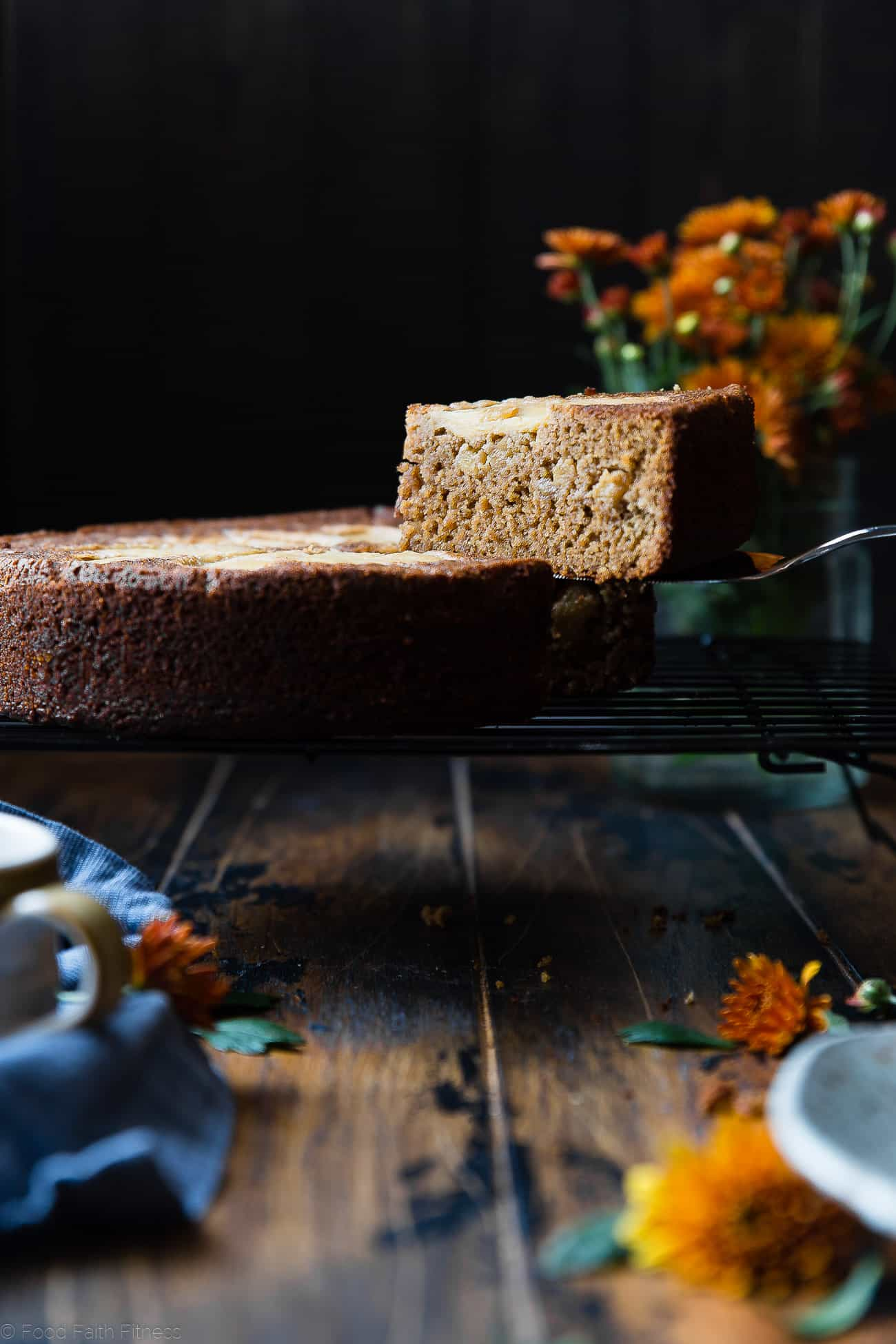 Gluten Free Apple Cinnamon Coffee Cake -This gluten free coffee cake recipe is made with almond flour, apples and naturally sweetened with coconut sugar. Its a healthy, paleo and freezer-friendly breakfast that you will never believe is butter and oil free! | Foodfaithfitness.com | @FoodFaithFit